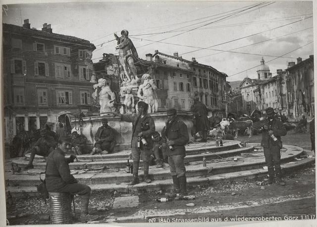 Strassenbild aus d.wiedereroberten Görz 1.11.17.