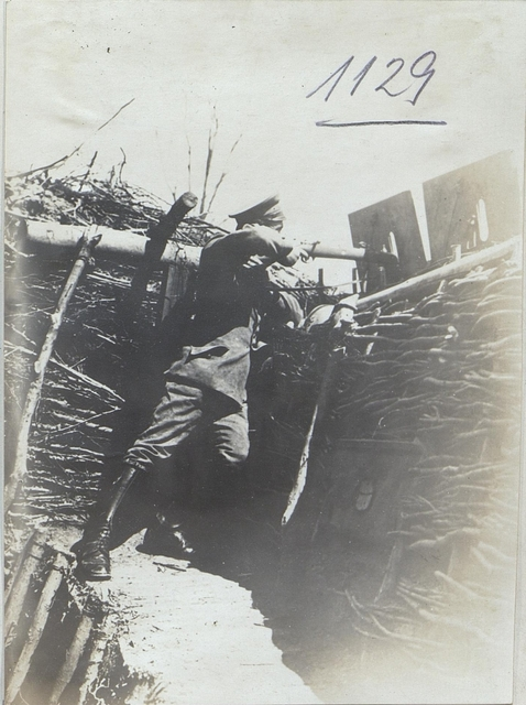 Szene im Schützengraben des bayr.L.I.R.2 bei Herbutow im Inf.-Gefecht am 5.Mai 1917.