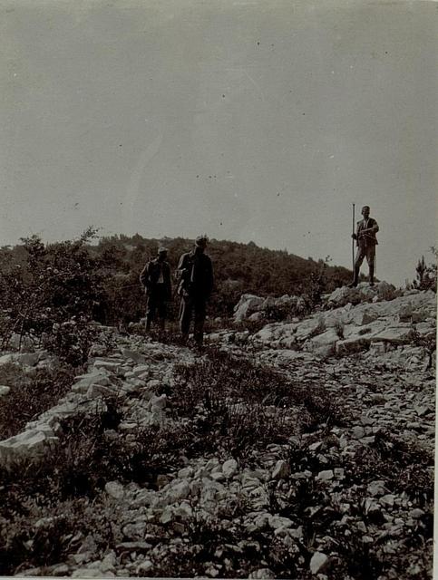 Verlegung der Telephonleitung des Artilleriiebeobachters am Monte Gabriele
