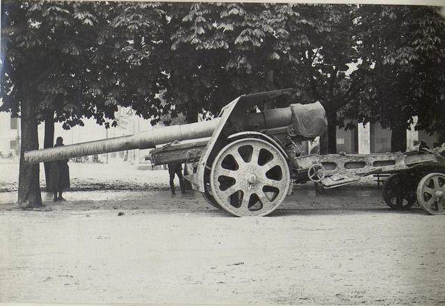 Vittorio, 15cm weittragende Motor-Haubitze.
