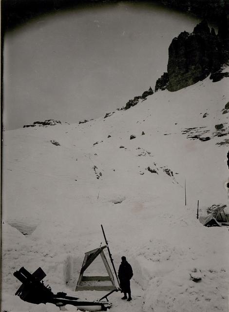 Zinnenplateau, Haubitze, im Hintergrund Schwalbenalpenkopf