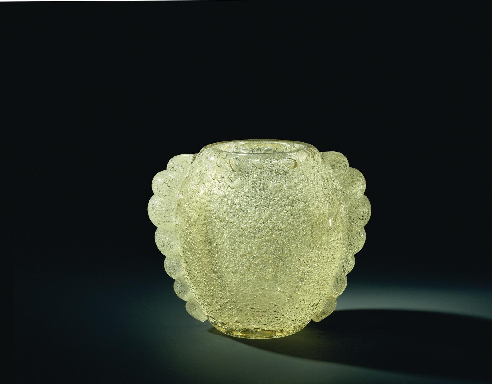 Vaas van geel glas met een decoratie van luchtbellen picryl
