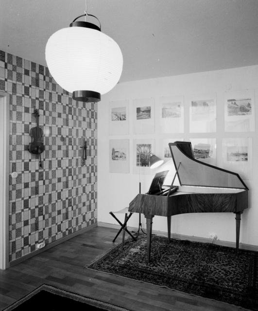 Atlantis radhusområde Interiör hos arkitekt Stäck, vardagsrum med cembalo