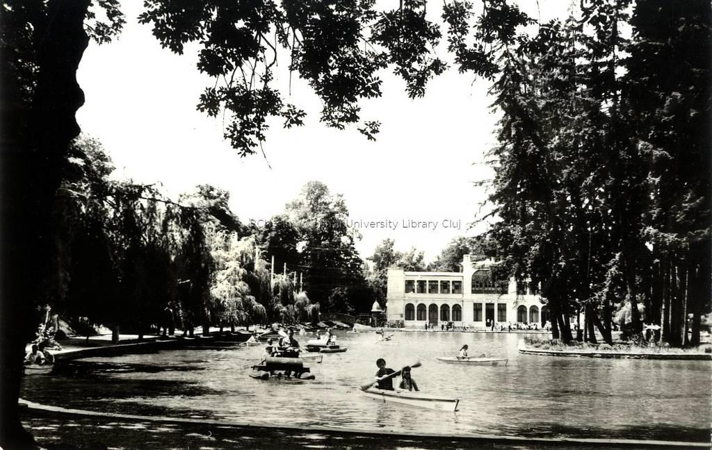 Cluj - Vedere din parc [material iconografic]   : carte poştală = [Cluj] - View of the park : postcard = [Cluj] - Un coin du parc : carte postale = [Klausenburg] - Ansicht des Parks : Postkarte
