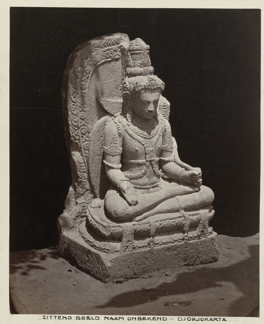 Beeld van Bodhisattva Manjushri in mediterende houding.