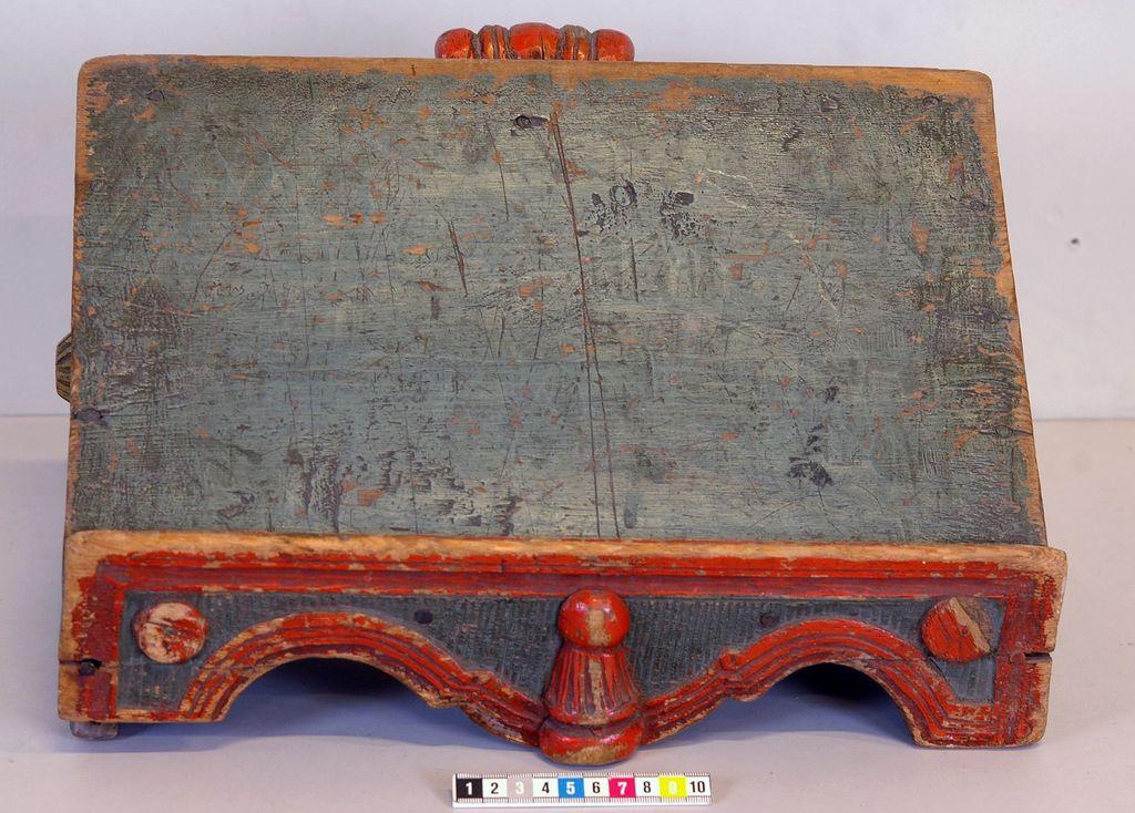 bokstöd (bokpall) av furu