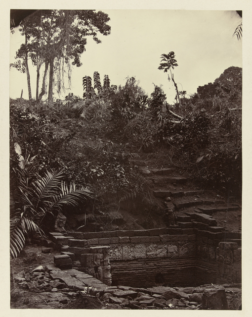 Candi Panataran (Temple Complex), Small Bathing Place; general view of the bath and immediate surroundings, focusing on the west wall, Panataran, Blitar duistrict, East Java province, 1415 AD,  Indonesia