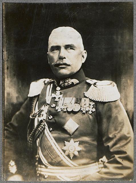 General von Eben wurde gelegentlich des Besuches S. Maj. des Kaisers an der Ostfront mit dem Orden Pour le Mérite ausgezeichnet