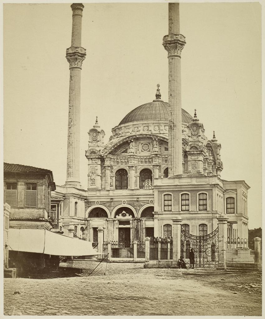 Gezicht op de Ortaköy Moskee (Ortaköy Camii), Istanbul