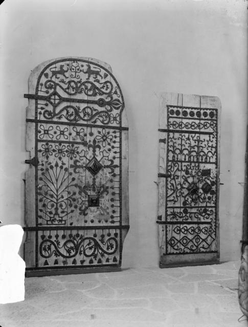 Historiska museet. Kyrkdörrar.