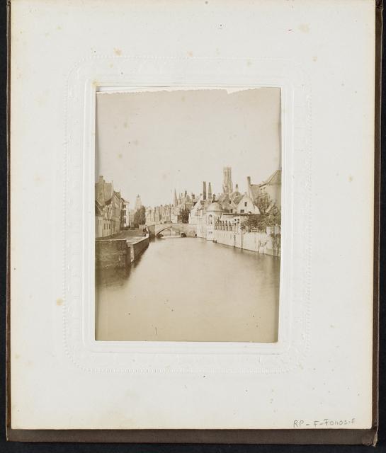Huizen langs het water aan de Groenerei en de Steenhouwersdijk in Brugge