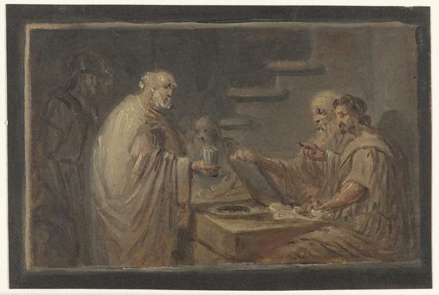 Man staande voor een tafel, waarachter twee mannen zitten