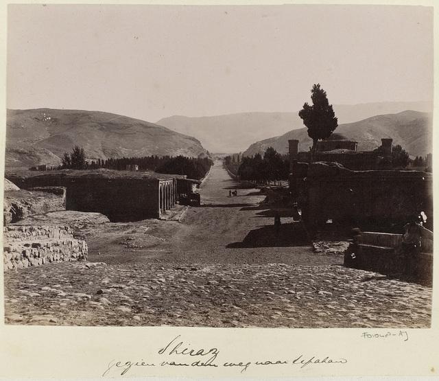 Perzië, Shiraz vanaf de weg naar Isfahan, nederzetting