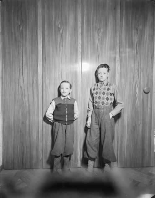Porträtt Två pojkar Runsten