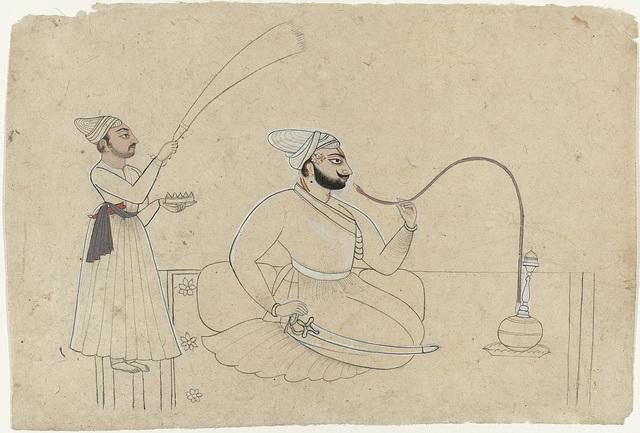 Portret van Ajmat Dev van Mankot, een hookah (waterpijp) rokend, achter hem een bediende met een waaier