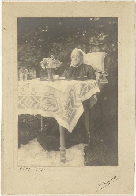 Portret van  Aletta Cornelia Anna Voombergh (1828-1913), de moeder van de fotograaf