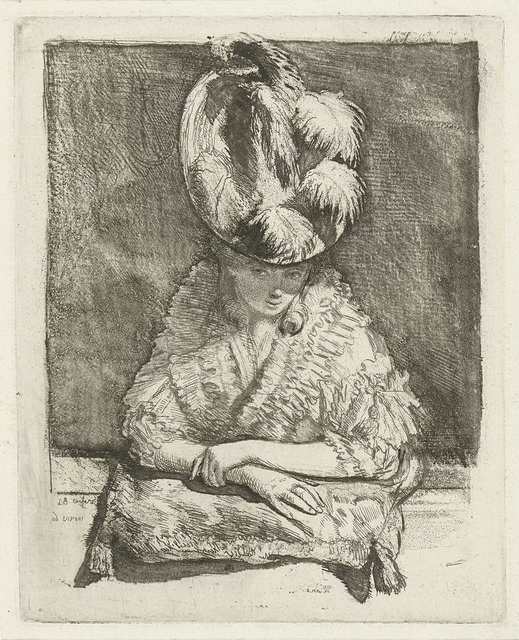 Portret van een jonge vrouw met hoed die uit het raam kijkt