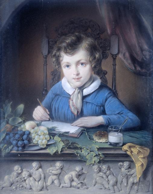 Portret van een jongen, zittend in een raamnis en gekleed in een blauw jasje