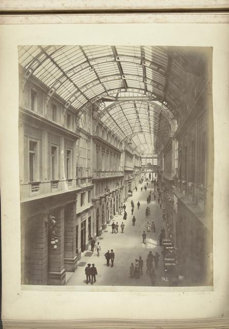 Publiek in de overdekte galleria Mazzini  om Genua