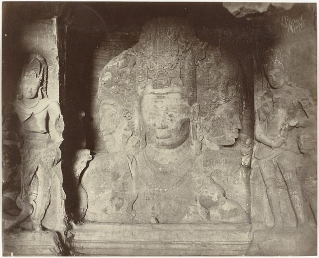 Reliëf met Sadashiva in de grot van Shiva in Elephanta