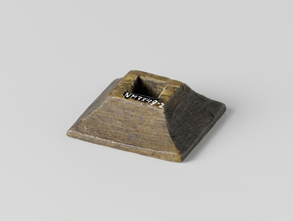 Schuif van hout, vierkant van vorm met een vierkant gat