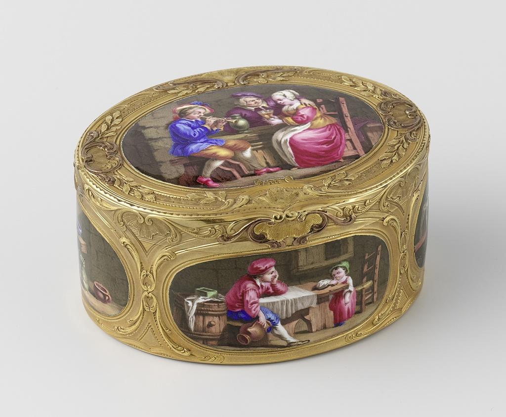 Snuifdoos van goud, ovaal, met zes taferelen in émail