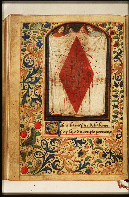 Two angels holding a shroud with the Holy Wound