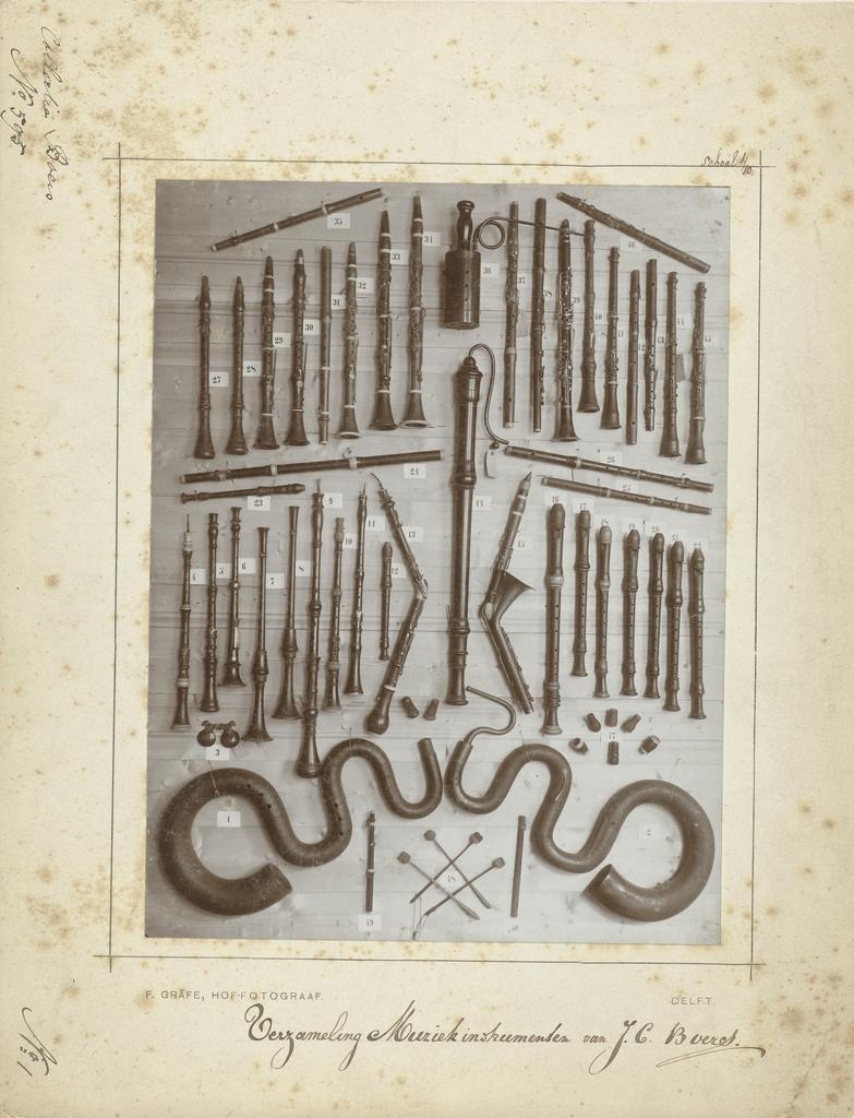 Verzameling muziekinstrumenten uit de collectie van de componist J.C. Boers: blaasinstrumenten
