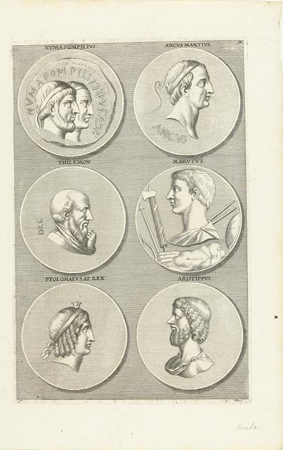 Zes munten met portretten van mannen en vrouwen uit de antieke: letter M