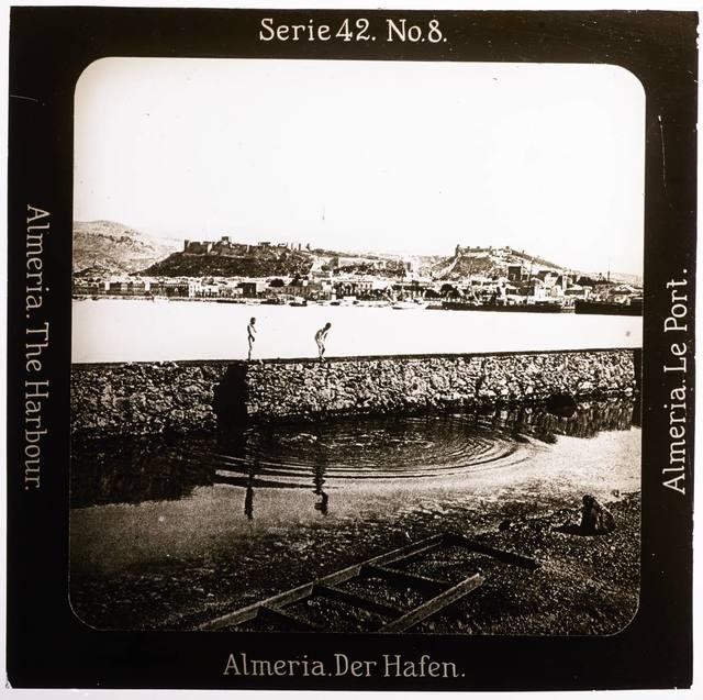 Almeria. Der Hafen Projection für Alle