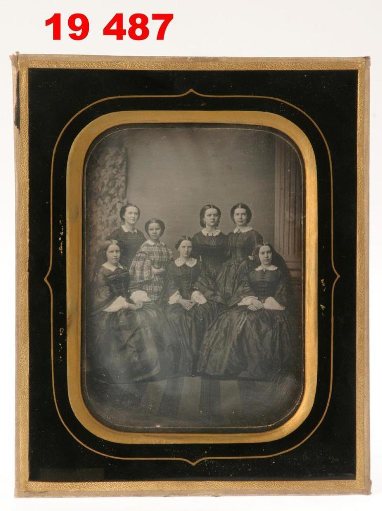 Daguerreotype of a group of women