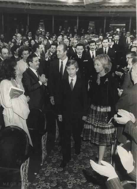 [Don Juan Carlos, Doña Sofía y don Felipe] [Material gráfico]