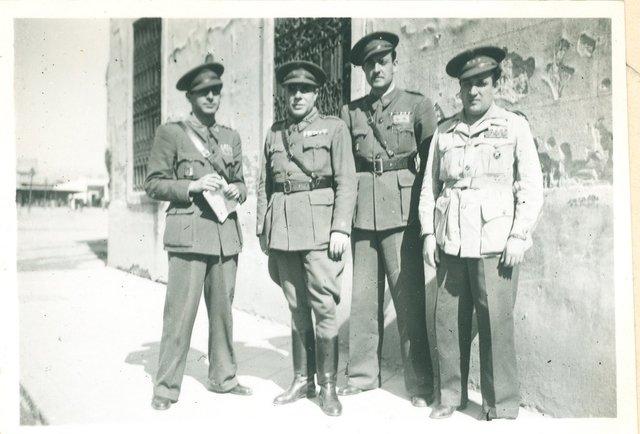 Personal de la Dirección de los Servicios de Farmacia del Ejército del Centro en Madrid, junio de 1939 [Material gráfico]